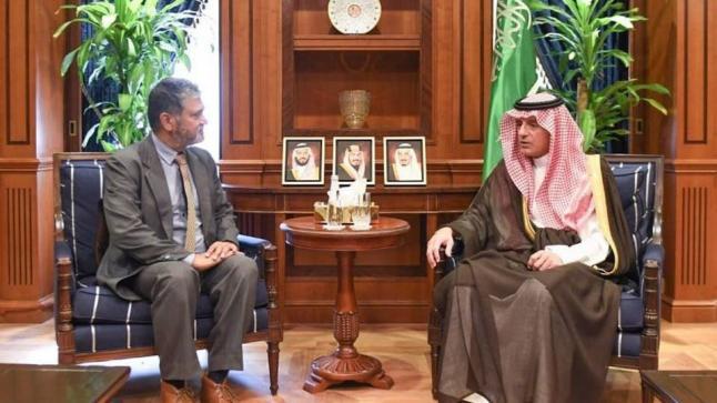 عادل الجبير يستقبل رئيس البعثة الأممية لدعم اتفاق الحديدة لبحث الأزمة اليمنية
