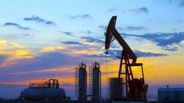 التوتر الأمريكي الصيني وتظاهرات العراق والإكوادور تلقي بظلالها على أسعار النفط