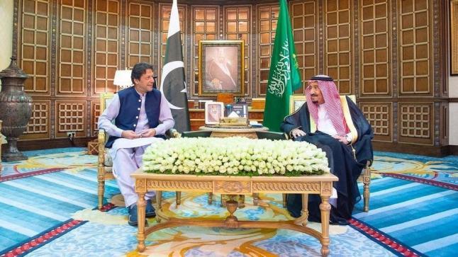 العاهل السعودي يناقش عدد من الملفات مع رئيس الحكومة الباكستانية